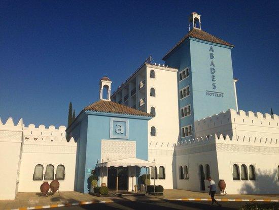Abades Benacazón: Entrada hotel
