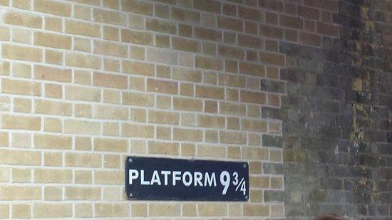King's Cross Station: Harry Potter lifestyle..