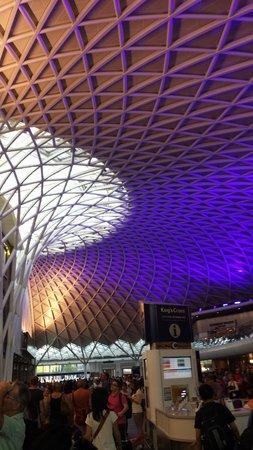 King's Cross Station: Nice station..