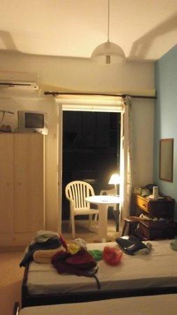 Hotel Avra: The room