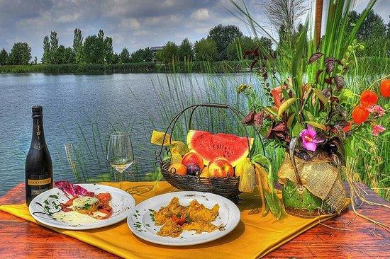Agriturismo Ai due laghi del Verginese : Ristorante sul Lago Tramonto