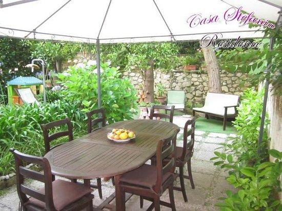 Casa Stefania Residence: Garden