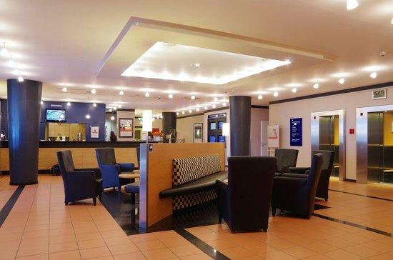 IntercityHotel Frankfurt Airport: Lobby