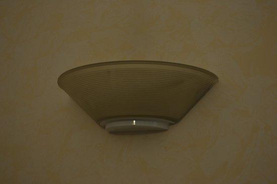 Priscilla Hotel : light fittings