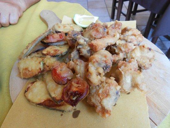 Ristorante Pizzeria Colto e mangiato da Bertuccelli: Il fritto dell'aia con verdure