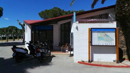 La Siesta Salou Camping Resort : receptie met grondplan