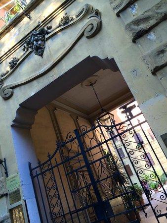 Casa di Silvia Bed&Breakfast : The main entrace.