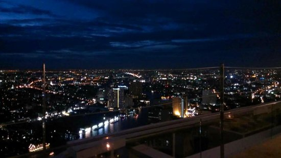 Sky Bar, Bangkok: 快天黑