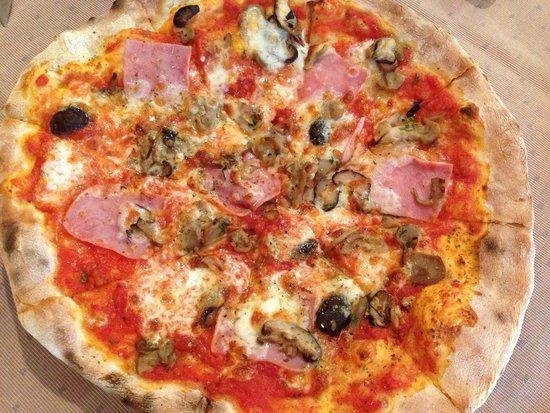 Il Tagliere da Massimo: Пицца с ветчиной и грибами