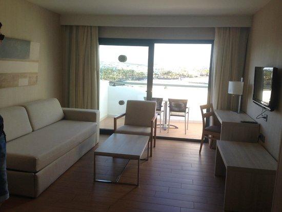 """Be Live Experience Lanzarote Beach: habitacion, zona """"comedor"""""""