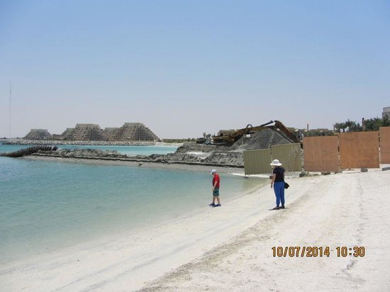 DoubleTree by Hilton Resort & Spa Marjan Island: Beach or construction yard