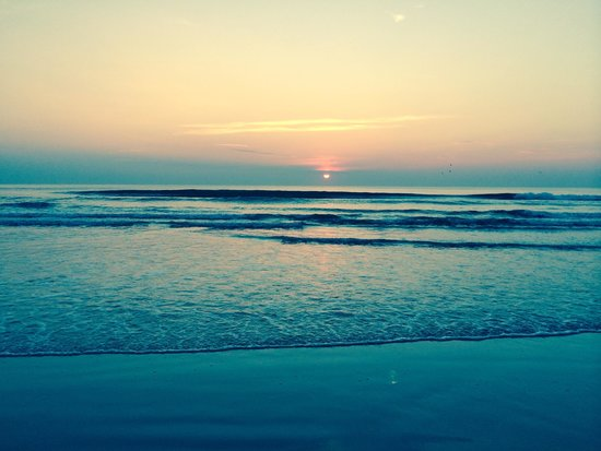Hyatt Place Daytona Beach - Oceanfront: Sunrise on beach in front of Hyatt