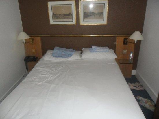 Moulin Plaza Hotel: letto
