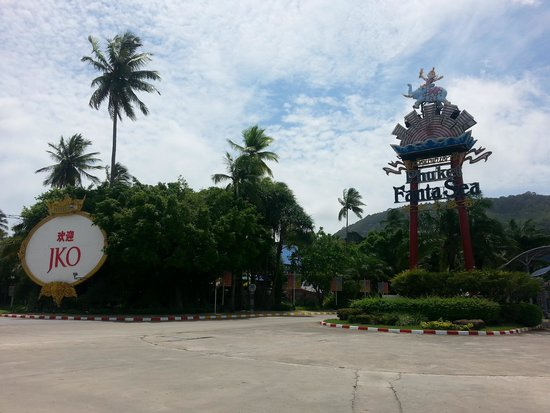 Phuket FantaSea: look out for the entrance sign