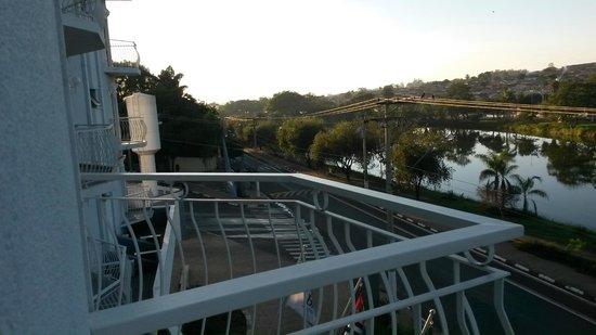 Bristol Zaniboni Hotel: Varanda do hotel.