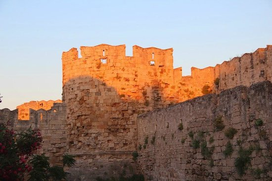 Palace of the Grand Master of the Knights of Rhodes: Крепостная  стена старого города Родос