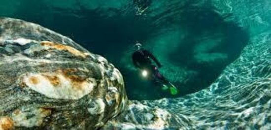 Gordola, Swiss: Diving in the Verzasca River
