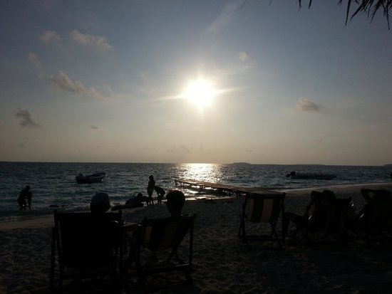 Reethi Beach Resort: Sunset at the Sunset Bar