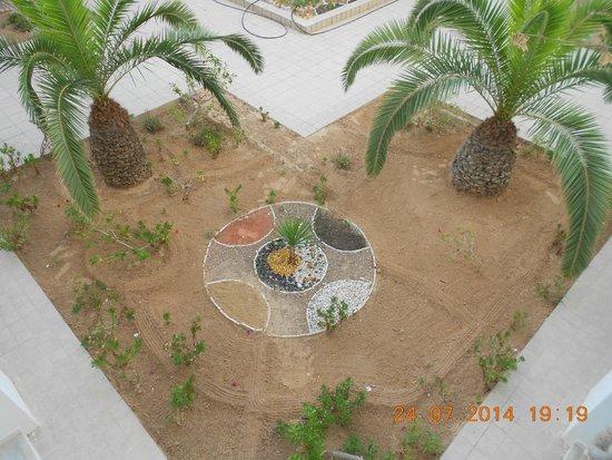 Djerba Plaza Hotel & Spa: Vue depuis l'entrée de notre chambre