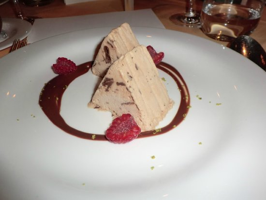 Hotel Mont Cervin Palace: アルプス連山をイメージしたケーキは甘すぎず美味しかった