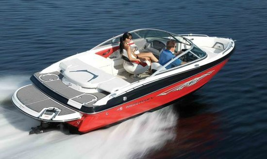 Diamond Point, Estado de Nueva York: Yankee Boating Center Marina Power Boat Rental 20' Bowrider 220 HP