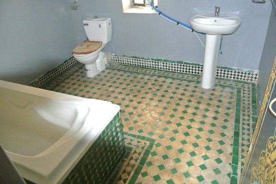 Dar Bouanania: salle de bains