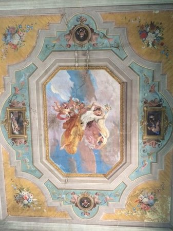 "1865 Residenza d'epoca : Original ""fresco"" ceiling of our room"
