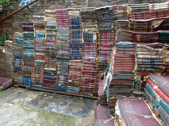 Libreria Acqua Alta: stairs made of books outside