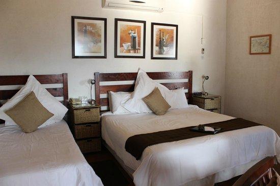 Rissington Inn: Bedroom (1x King + 1x single)
