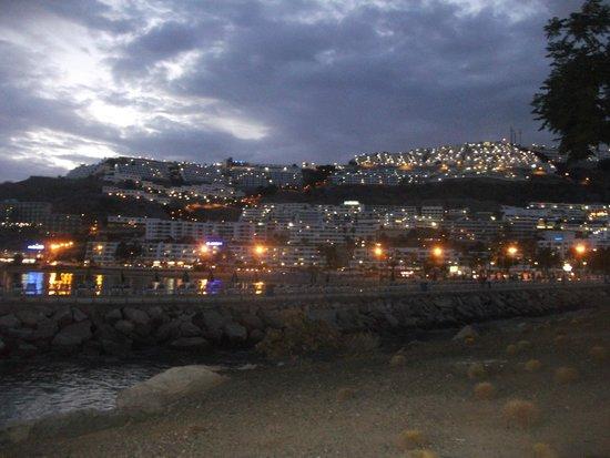 Hotel Altamar: peurto rico town at night