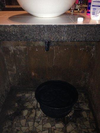Pondok Windy : Lavamanos perdiendo agua en gran cantidad: solución.