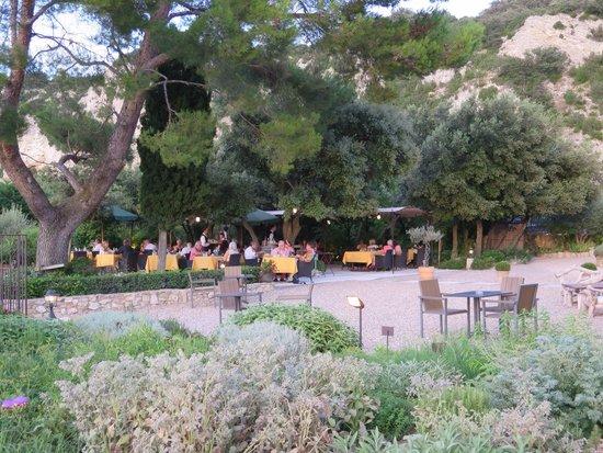 Entre Vigne et Garrigue: View of the outside tables.