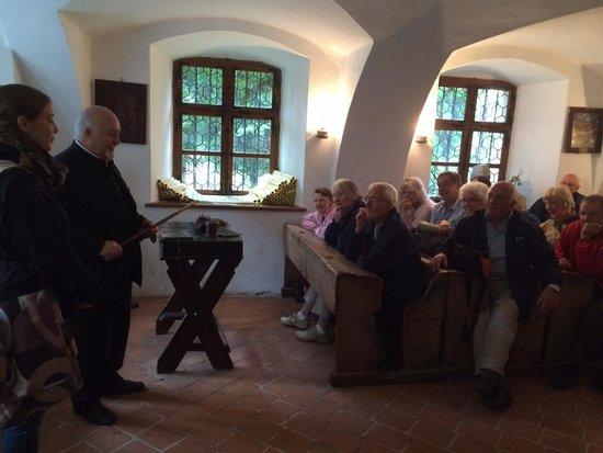 Prima Scoala Romaneasca: The priest teaching the old way.