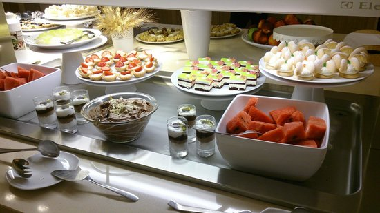 Theartemis Palace Hotel: The dessert table