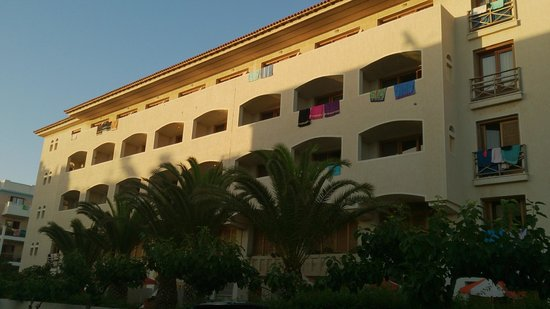 Theartemis Palace Hotel: View from Saounatsou street (main building west wing)