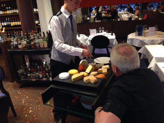 La Sole Meuniere Restaurant: Un évitable chariot de fromages de région