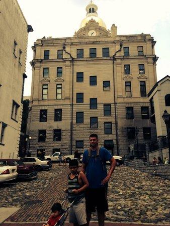 River Street Savannah: Historic buildings
