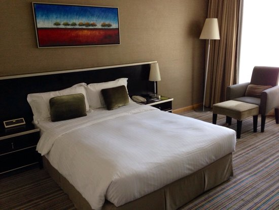 Park Hotel Hong Kong: Clean and spacious room with good view.