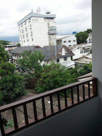 Yindee Stylish Guesthouse: Mini Balconcino 1mt x 1mt