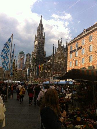 Marienplatz: The square