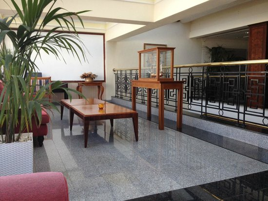 Odessa Beach Hotel: Hall