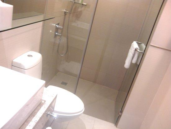 F1 Hotel Manila : bathroom