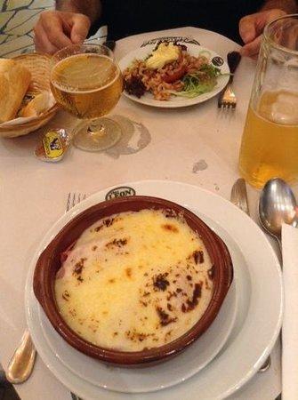 Chez Leon: gratin aux chicons e pomodoro farcito di squisiti gamberetti grigi