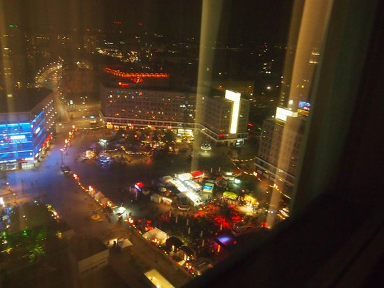 Park Inn by Radisson Berlin am Alexanderplatz: Night time view from 23th floor