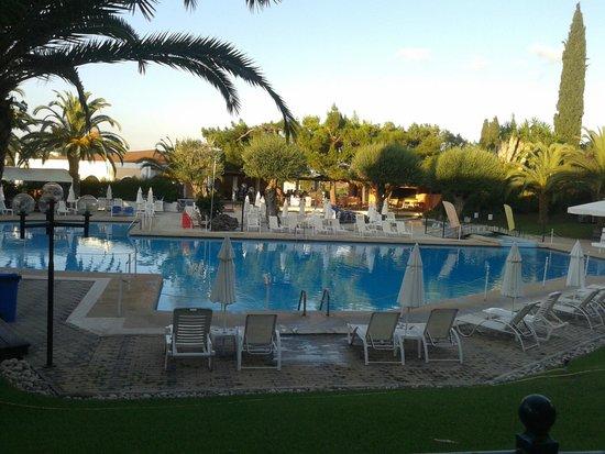 Aquis Park Hotel : Pool area.