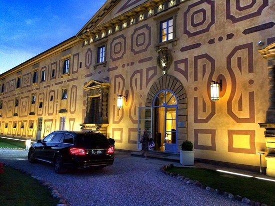 Villa Le Maschere: Aussenansicht am Abend