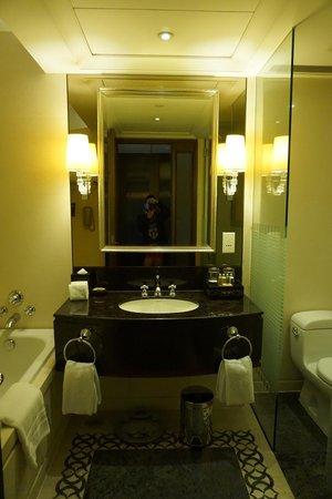 Sofitel Macau at Ponte 16: Nice Bathroom