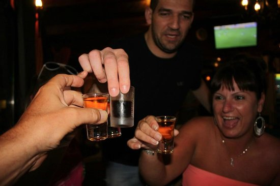 Roberto's bar: Free Cheers With Roberto !!