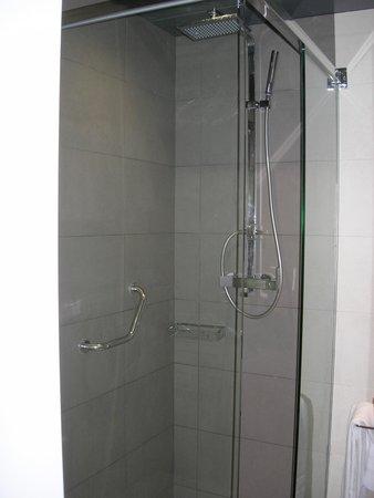 Hotel Comercio Barcelona : la doccia