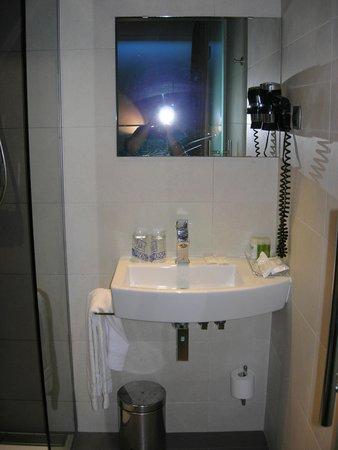 Hotel Comercio Barcelona : il bagno